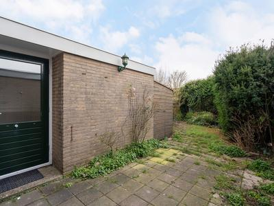 Karveel 15 24 in Lelystad 8231 AX