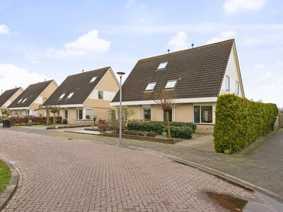 Papenven 15 in Roden 9302 ED