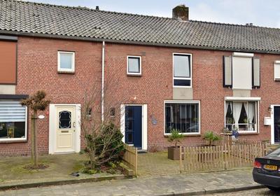 Wethouder Jonkersstraat 15 in Halsteren 4661 EA
