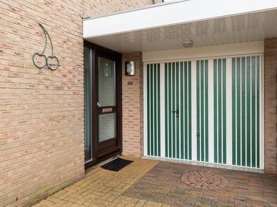 Menkemaborgstraat 48 in Hellevoetsluis 3223 WD