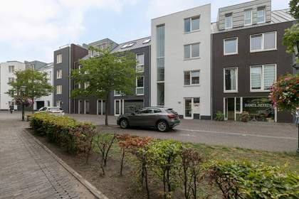 Dorpsstraat 86 in Nootdorp 2631 CV