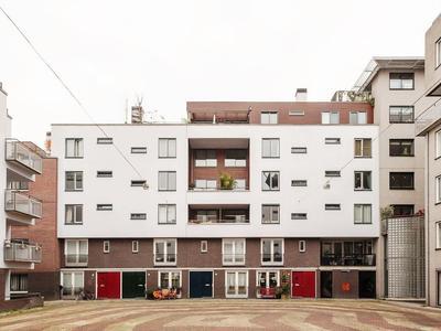 Rapenburgerstraat 128 + P in Amsterdam 1011 ML
