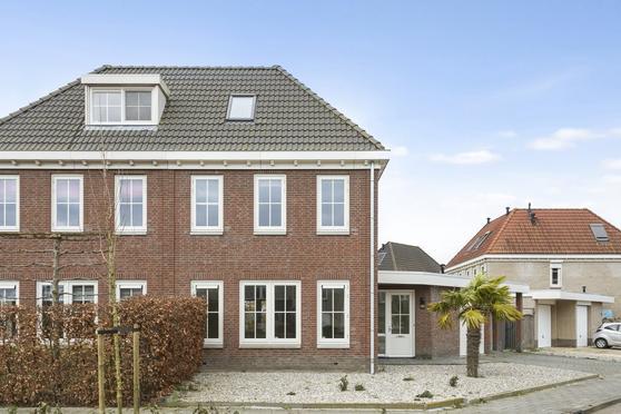 Van Zeylstraat 23 in Oud-Vossemeer 4698 DC