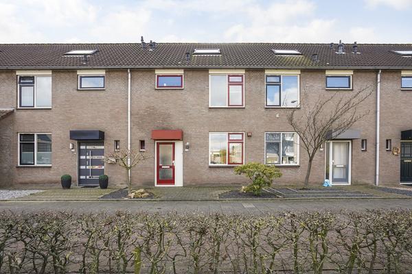 Burgemeester Teijssenlaan 132 in Waalwijk 5142 PK