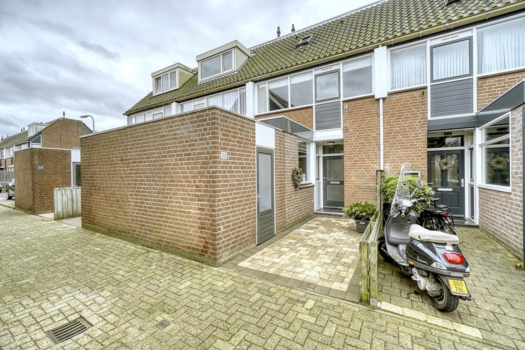 Neptunus 30 in Katwijk 2221 JT