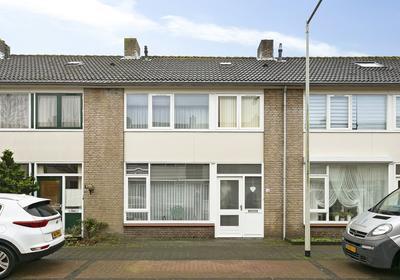 Pastoor Kuijpersstraat 16 in Bergen Op Zoom 4625 BP
