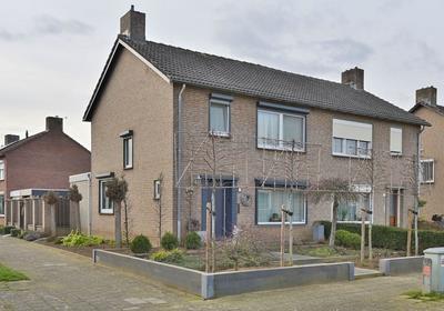 Julianalaan 80 in Maasbracht 6051 AV