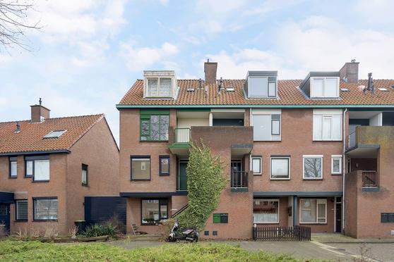 Libelleveen 114 in Spijkenisse 3205 SE