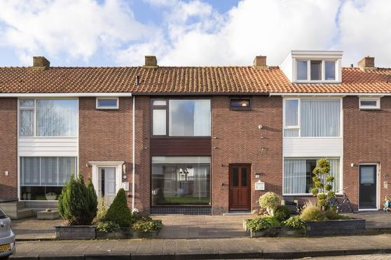 Leliestraat 35 in Volendam 1131 LD