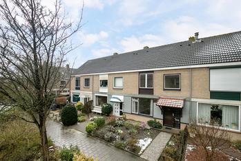 Nassaulaan 122 in Puttershoek 3297 BJ