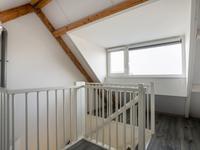 2e Verdieping<BR>Via vaste trap komt u op de grote zolder waar zich op de voorzolder een groot dakkapel en de aansluiting voor de wasmachine en droger bevindt. Daarnaast bevindt zich op de zolder nog een mooie kamer die gebruikt kan worden als vierde slaapkamer of bijvoorbeeld als kantoor of speelkamer.
