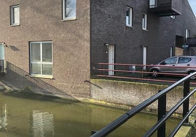 Van Der Woudendijk 8 in 'S-Gravenhage 2497 XS