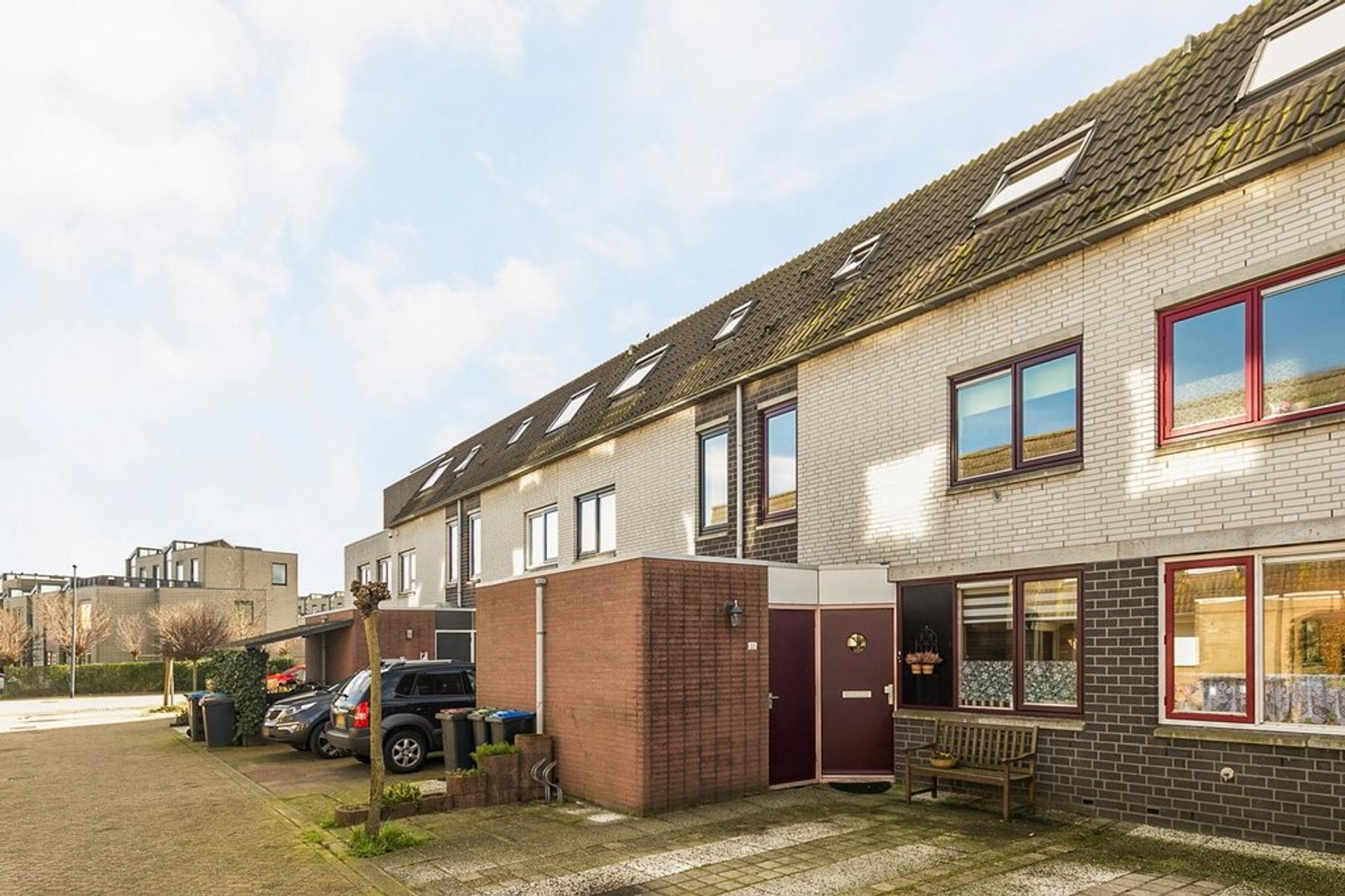 Basilicumveld 22 in Schiedam 3124 CA