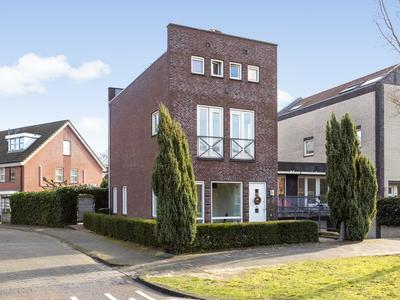 Balustrade 43 in Apeldoorn 7325 GP