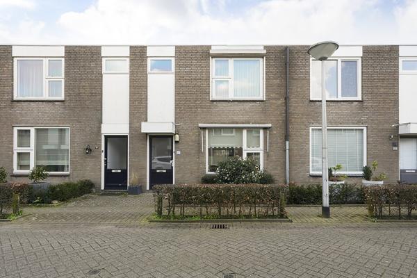 Pastoor Van Der Zijlestraat 18 in Waalwijk 5142 ND
