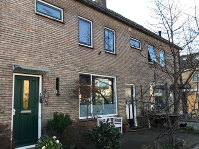 IJsselstraat 4 in Alphen Aan Den Rijn 2405 AB