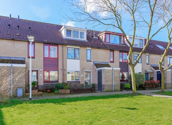 Clara Van Spaarnwoudestraat 24 in Spaarndam 2064 WP
