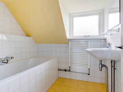 Van Zuylen Van Nijeveltstraat 126 in Wassenaar 2242 AV