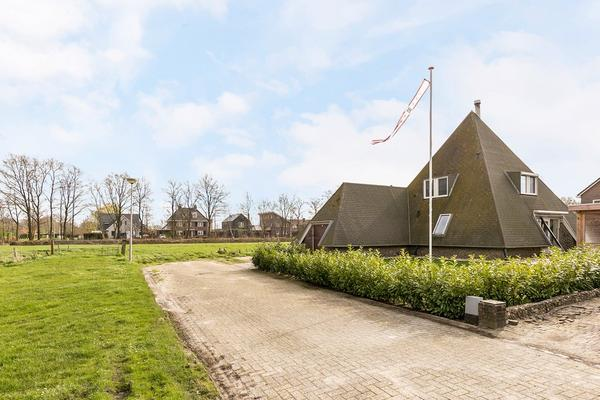 Raadhuislaan 1 in Nijeveen 7948 BV