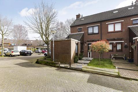 Leeuwerik 10 in Hoogvliet Rotterdam 3191 DL