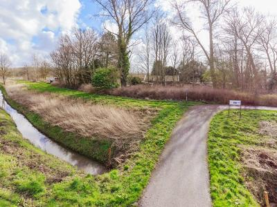 Buitenhuizerweg 7 in Velsen-Zuid 1981 LK