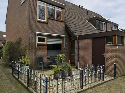 Gruttoveld 23 in Nieuwveen 2441 BP