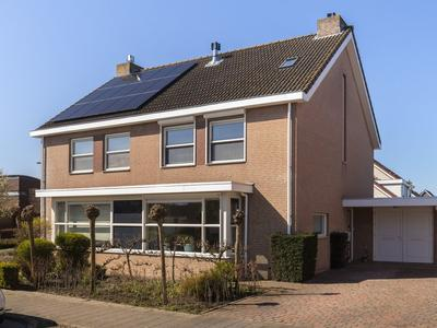 Korenbloem 53 in Zevenbergen 4761 WB
