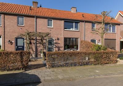 Karel Doormanstraat 35 in Nijkerk 3861 GB