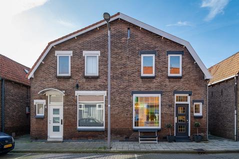 Vlielanderstraat 32 in Pernis Rotterdam 3195 VN