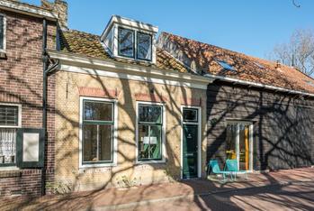 Oostdijk 101 in Middelharnis 3241 CN