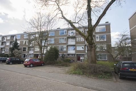 Burgemeester Crezeestraat 75 in Ridderkerk 2981 AA