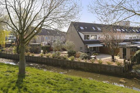 Vloedlijn 44 in Hoogvliet Rotterdam 3191 HS