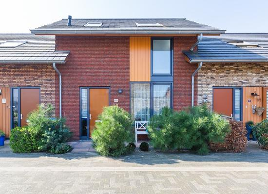Zwanebloem 68 in Alphen Aan Den Rijn 2408 LT