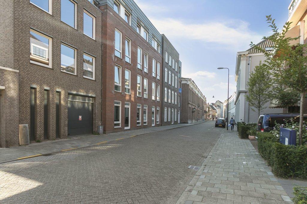 Nieuwstraat 75 T 5211 NL 'S-HERTOGENBOSCH