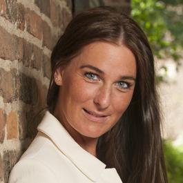 Yvette Hol